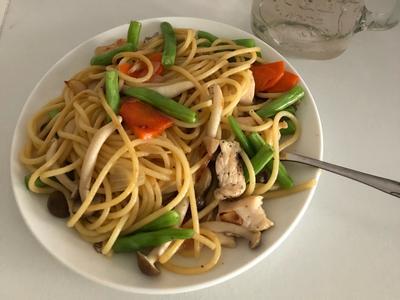 青蔬雞肉義大利麵