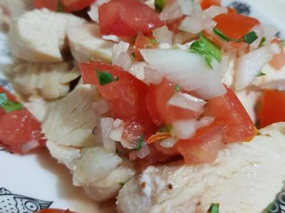 香煎雞胸肉佐莎莎醬