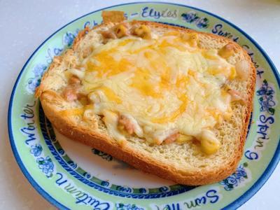 奶油玉米鮪魚吐司披薩