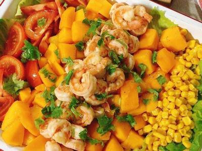 奶油鮮蝦蔬果佐檸檬橄欖油葡萄酒醋沙拉