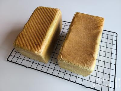 烤箱预热400F(200C),放入烤箱下层烤40分钟。 出炉后滑开上盖,在桌面上重敲几下让热气散出,再倒在凉架上放凉