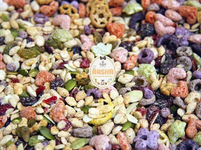 使用健康的綜合穀物脆片,裡頭就有果乾和堅果,還有營養穀物脆片來代替一般的餅乾~不能用要泡軟的那種ㄛ~會很硬