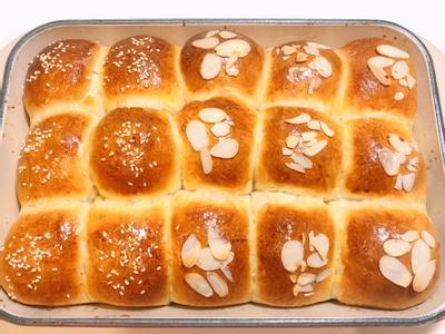 免揉超柔軟~療癒小圓牛奶麵包的照片