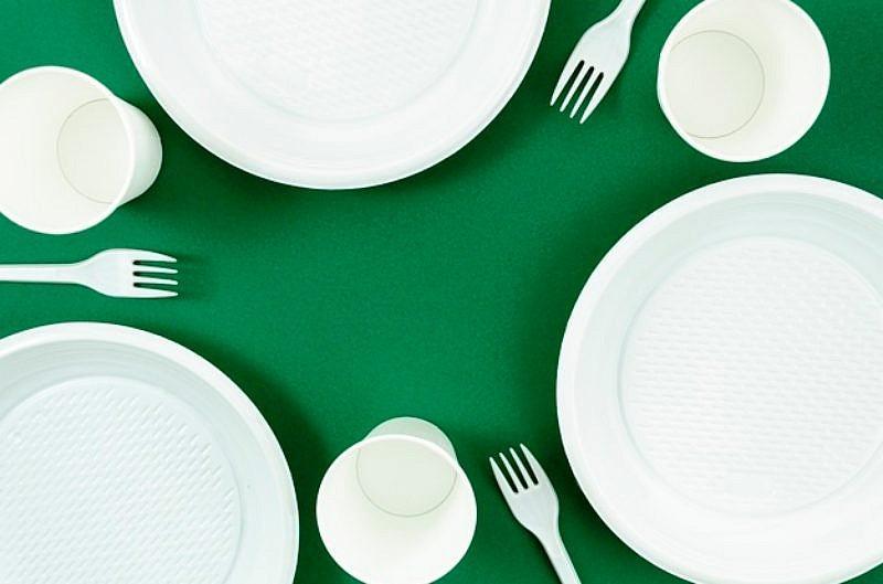 2020年起,各縣市預計擴大實施於百貨公司、購物中心等禁用免洗餐具。