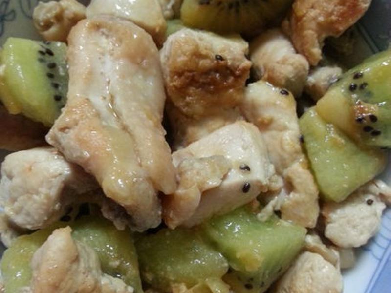 『家常料理』奇異果佐雞胸肉
