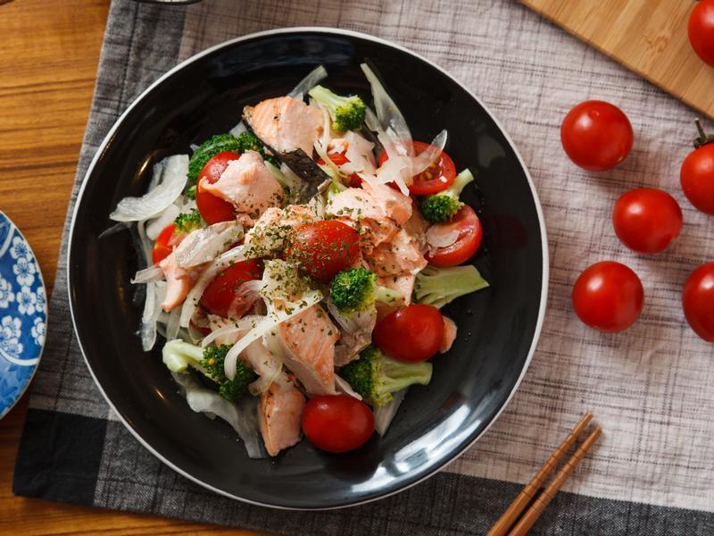 鹽烤鮭魚沙拉
