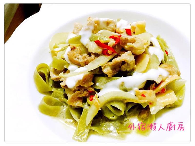 泰式綠咖哩雞肉義大利麵