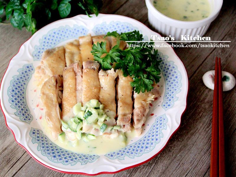 乾煎雞腿排佐小黃瓜優格醬