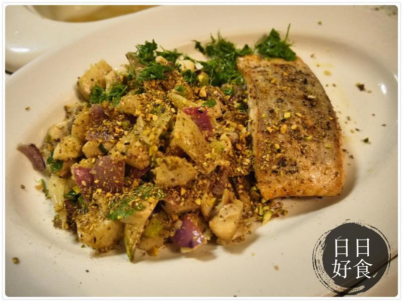 餐廳級的料理:開心果佐鮭魚排