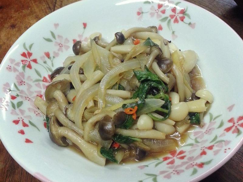 塔香洋蔥炒雙菇