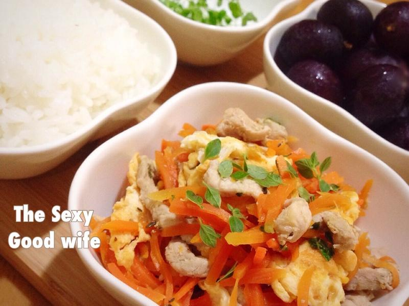 《百里香紅蘿蔔肉絲蛋》一菜一餐-閒妻涼姆