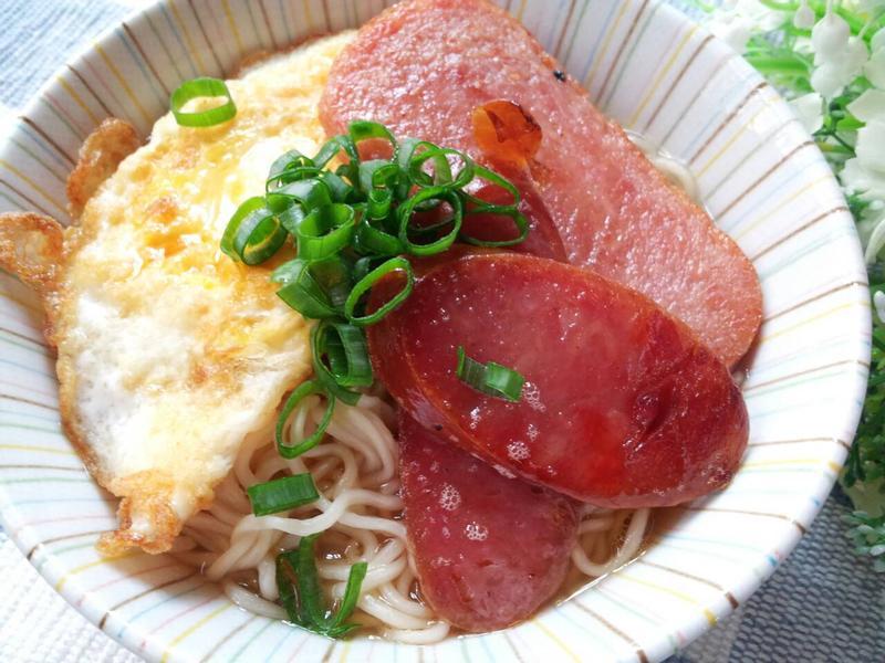 豪華版紅腸餐肉蛋麵  ~ 茶餐廳經典早餐