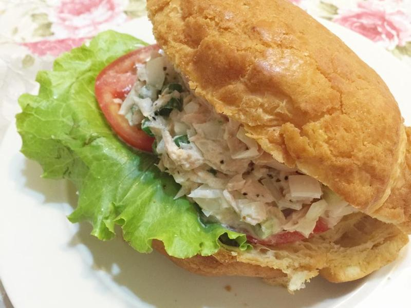 波蘿鮪魚可頌三明治【滿分早點×桂冠沙拉】