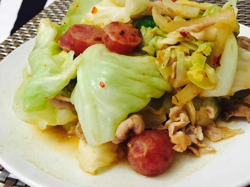 ~家常菜~臘腸豚肉炒椰菜