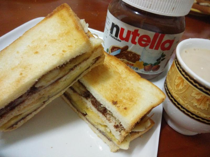 簡單材料美味早餐輕鬆做─巧克力香蕉三明治
