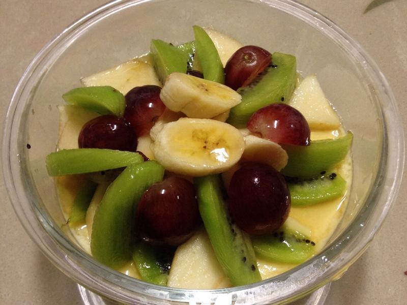 健康營養的水果豆漿布丁
