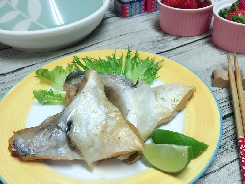 鹽烤鮭魚下巴