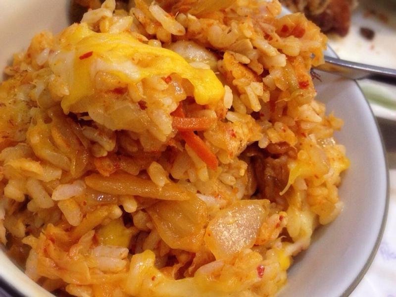 鮪魚罐頭泡菜炒飯