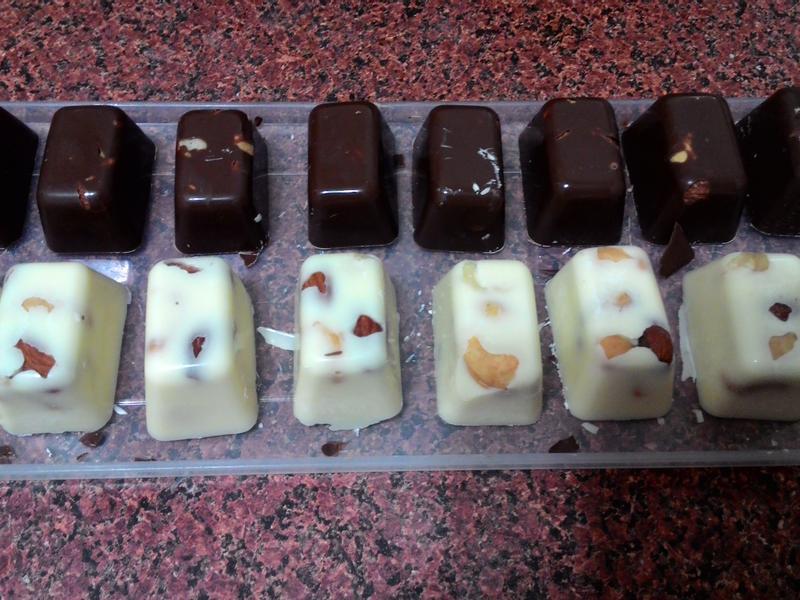 黑白綜合堅果巧克力