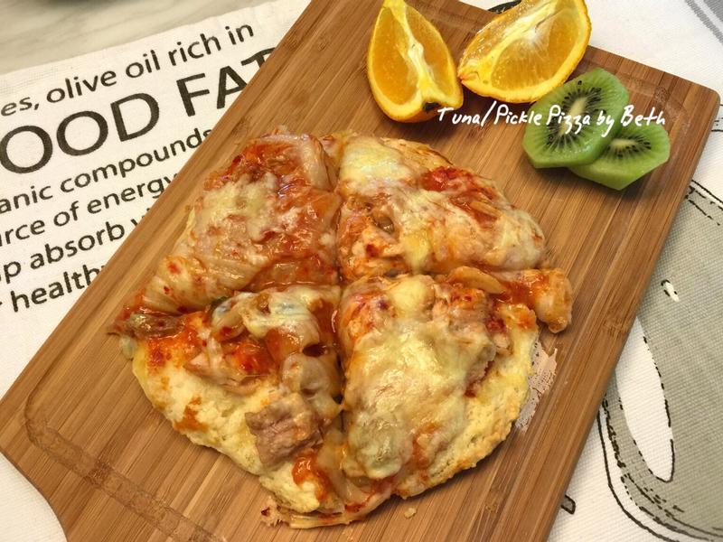 用鬆餅粉豆腐做的泡菜鮪魚披薩