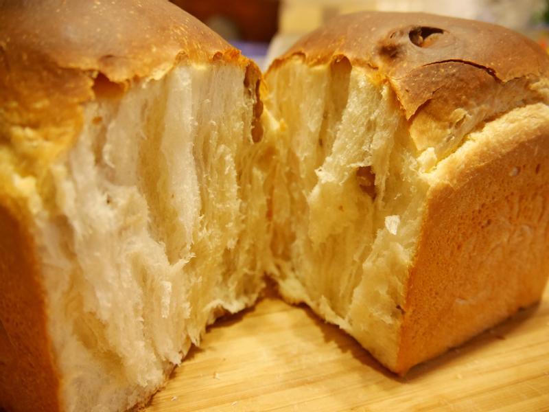 超鬆軟牽絲鮮奶核桃土司(水波爐烘烤)