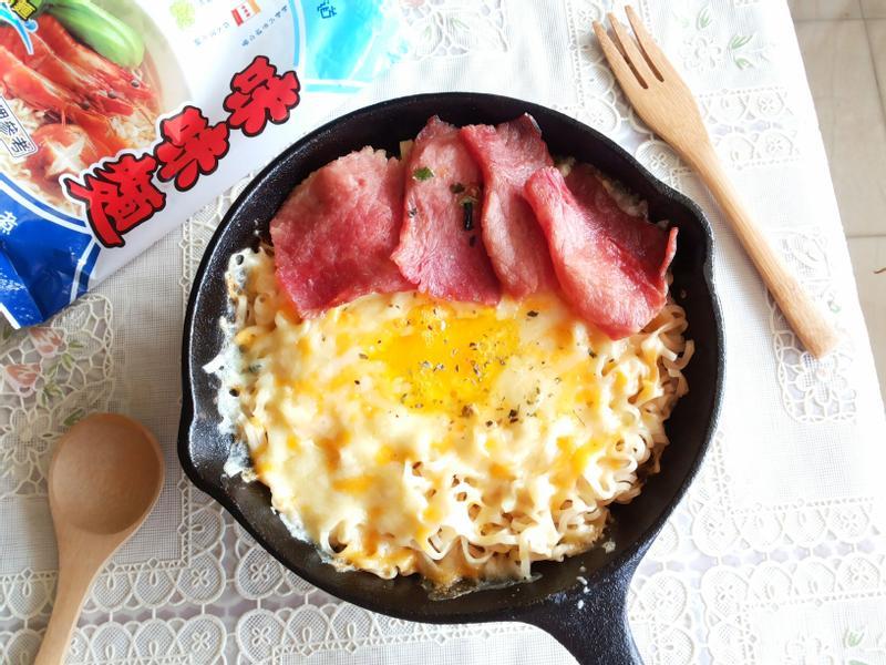 鐵板起司蛋拌麵【記憶中的味味麵】