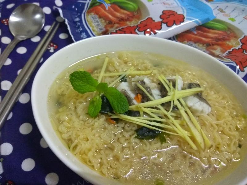 薑絲魚片海鮮麵-記憶中的味味麵