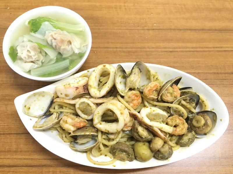 海鮮青醬蘑菇義大利麵