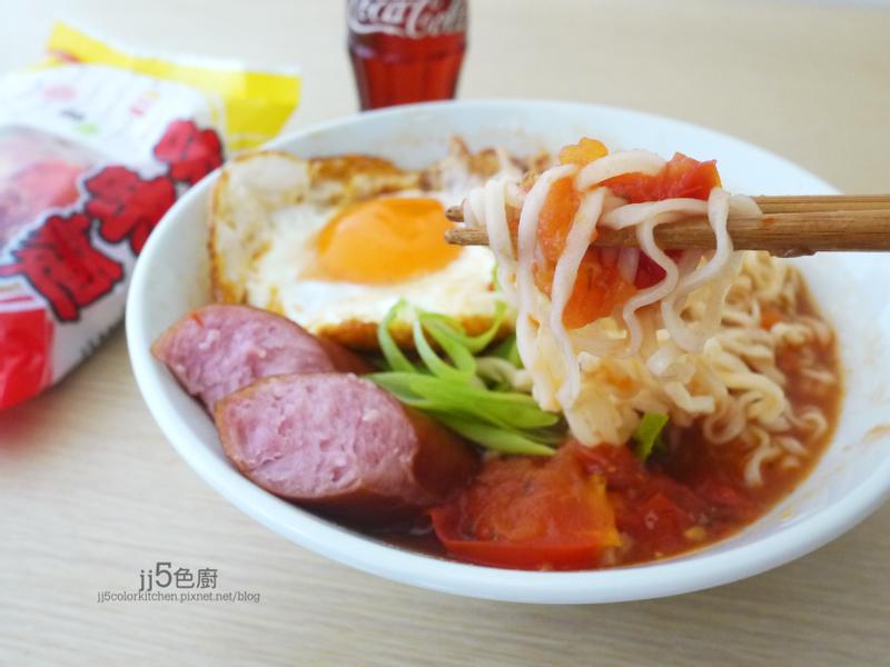 茶餐廳煎蛋香腸番茄湯麵~記憶中的味味麵
