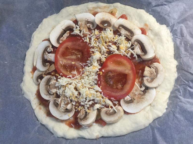 香Q蕃茄磨菇Pizza (未進烤箱前)