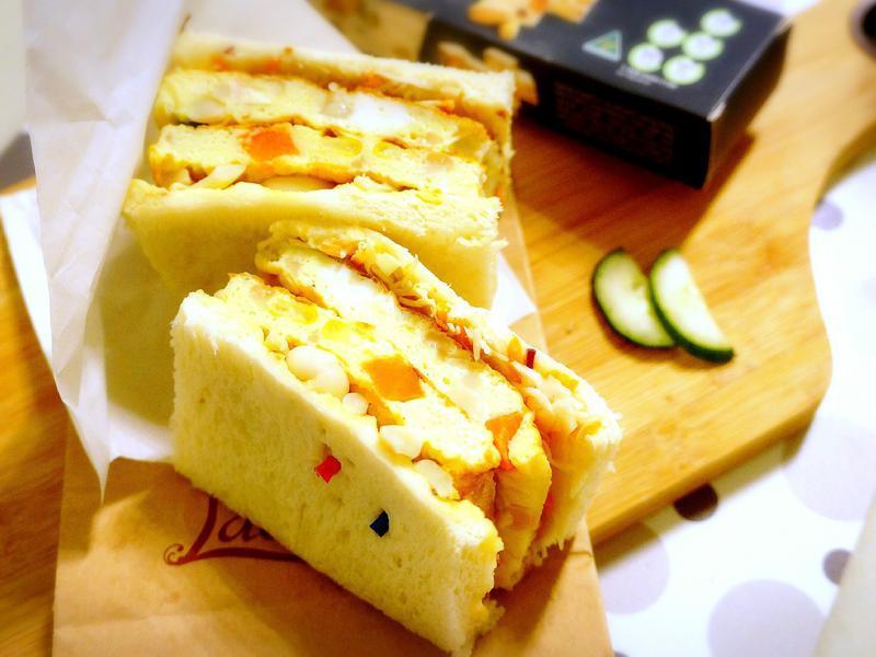 雪白菇起司歐姆蛋三明治