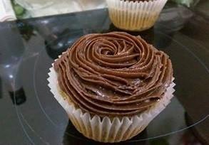 奶茶戚風杯子蛋糕 (巧克力乳酪糖霜)