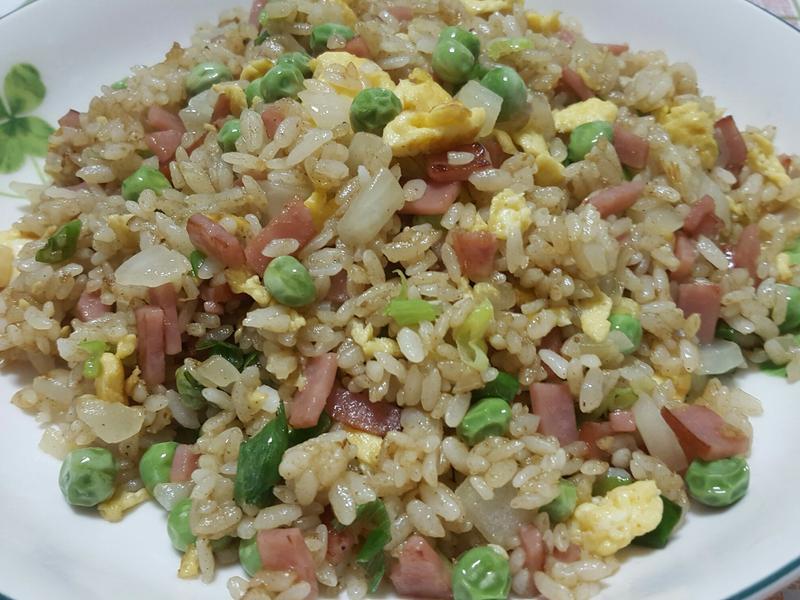 綠咖哩火腿蛋炒飯(蛋炒飯的餐桌故事)