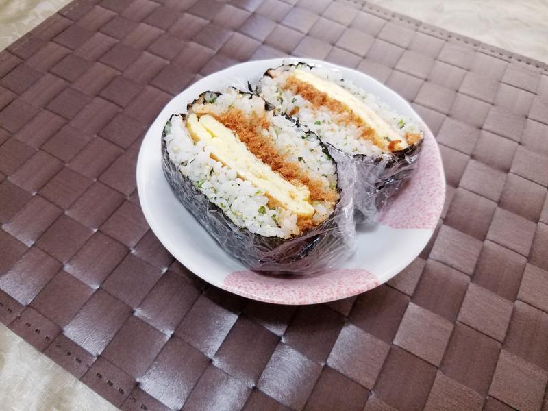 海苔肉鬆蛋飯糰