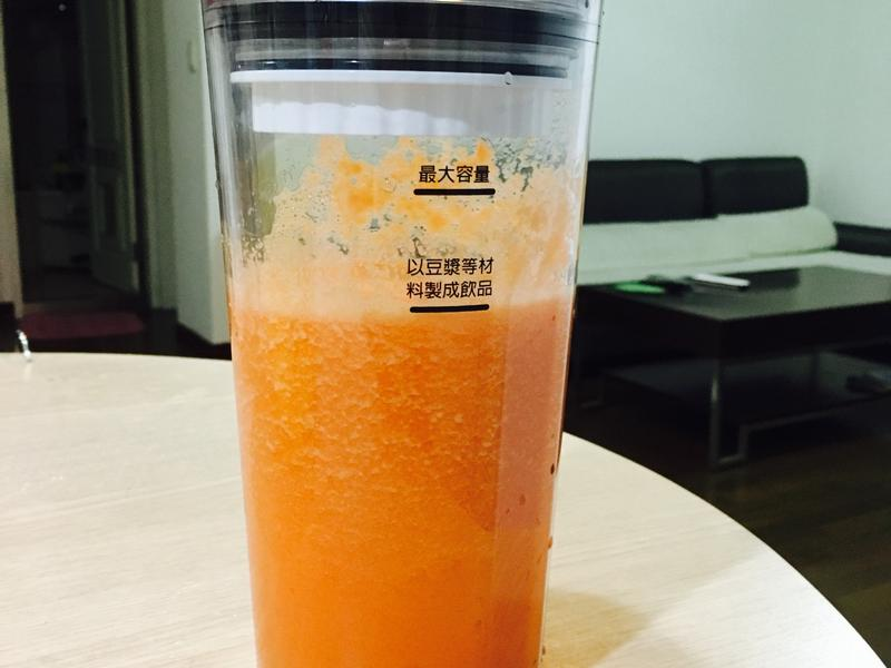 夏日防曬美肌胡蘿蔔蘋果汁