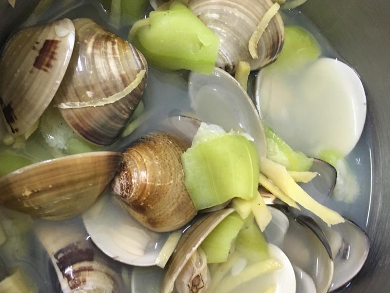電鍋料理:絲瓜蛤蜊