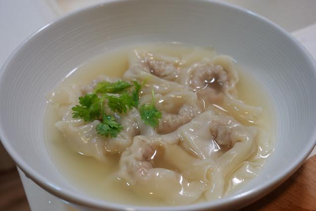 雞汁餛飩湯。溫暖的療癒系食物!