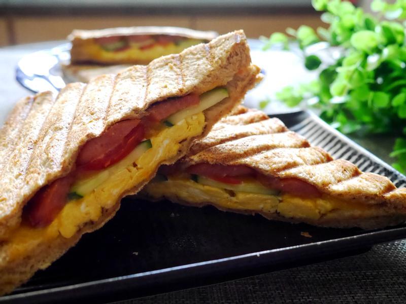 完美快速早餐-德腸美式煎蛋熱壓三明治