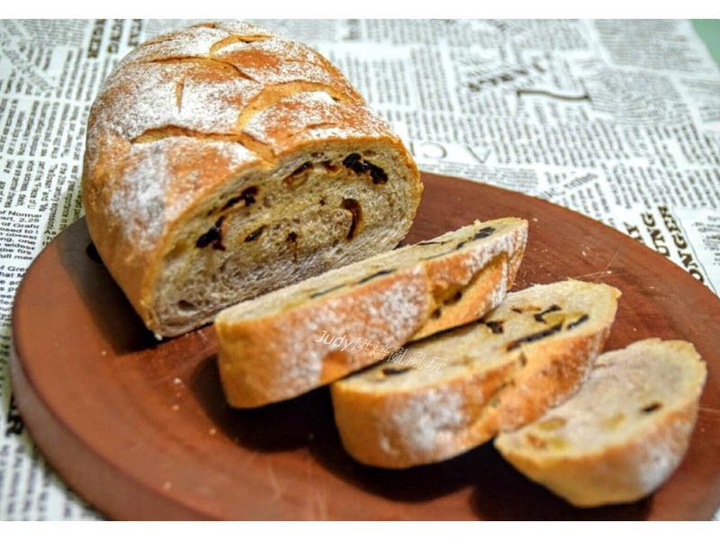 全麥桂圓核桃麵包