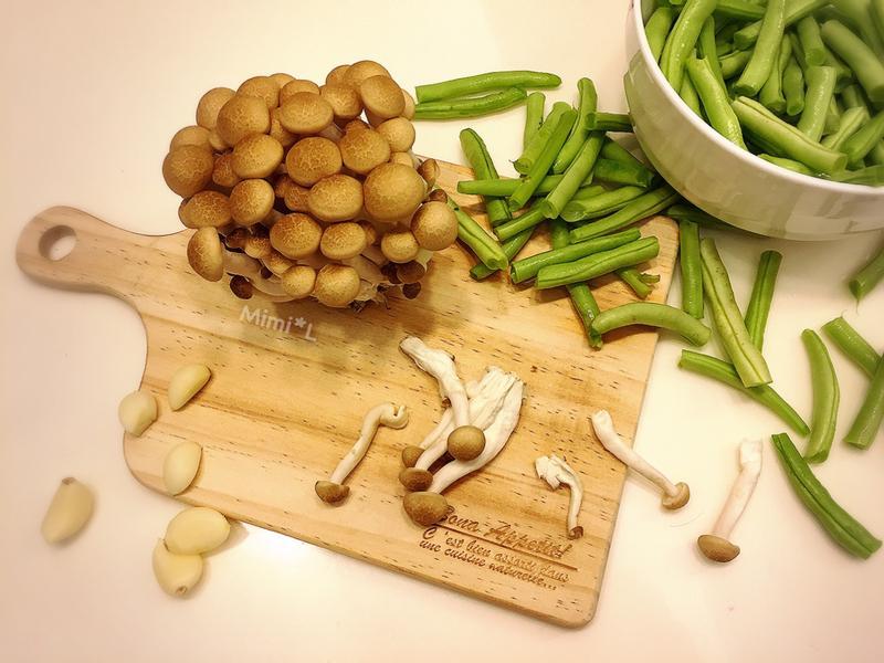 好下飯的*乾扁四季豆炒菇菇