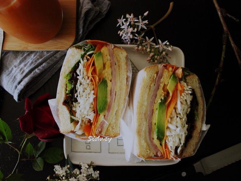 飽滿的蔬菜三明治包法