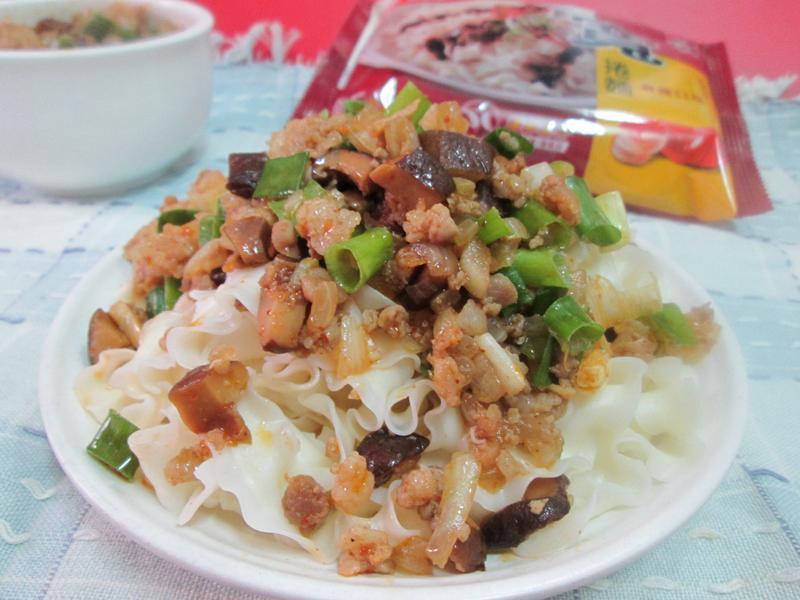 麻辣肉醬拌寬捲-五木拉麵