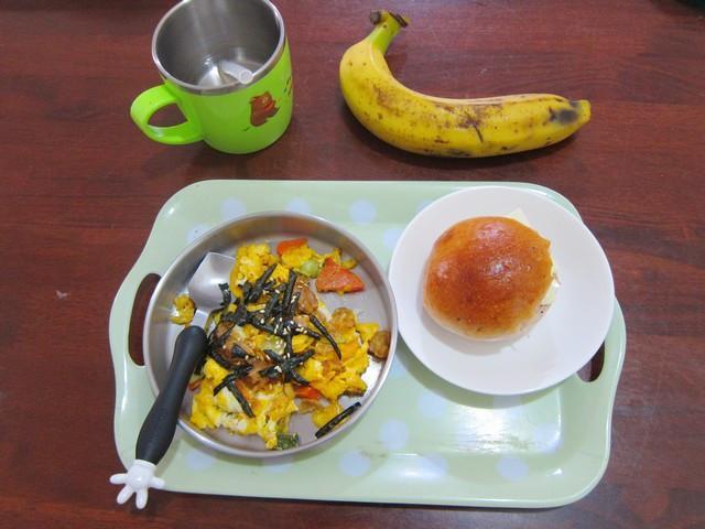 炒蛋小麵包早餐for兒童