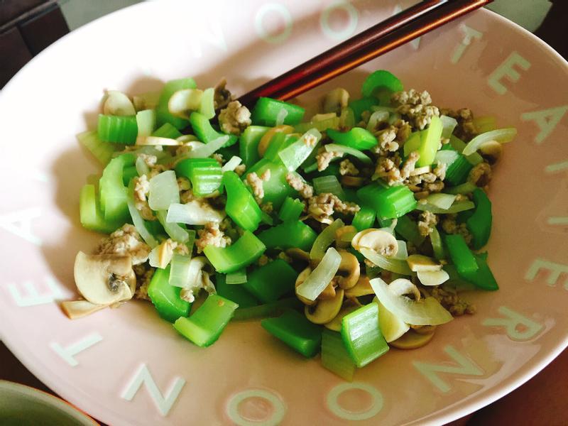 減肥の芹菜佐蘑菇