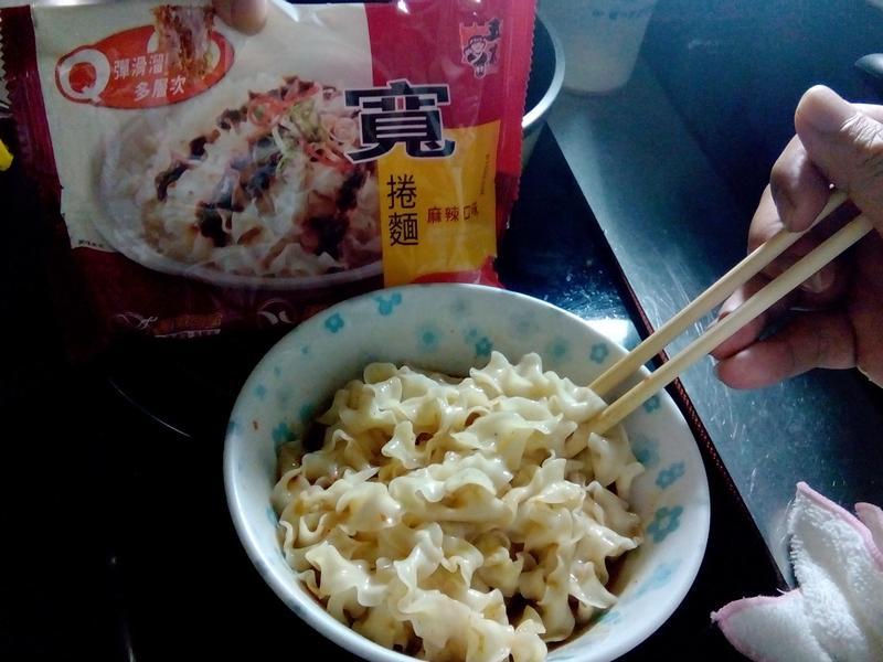 麻辣寬捲麵-五木拉麵