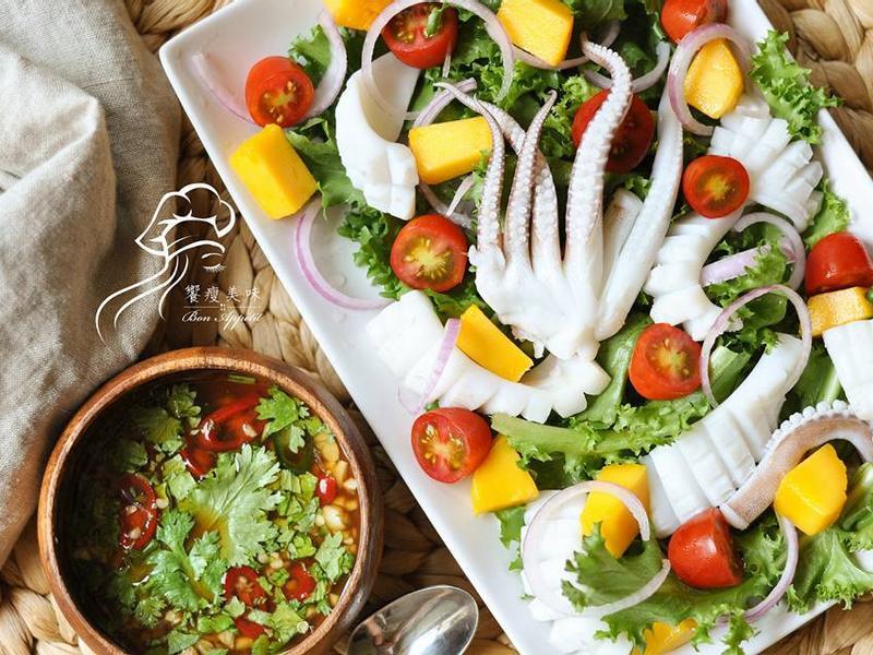 海鮮霸-泰式涼拌軟絲芒果鮮蔬沙拉佐酸辣醬