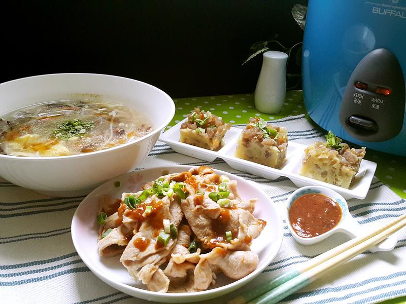一鍋出一桌菜脯蒸糕+沙茶辣醬拌肉+酸辣湯