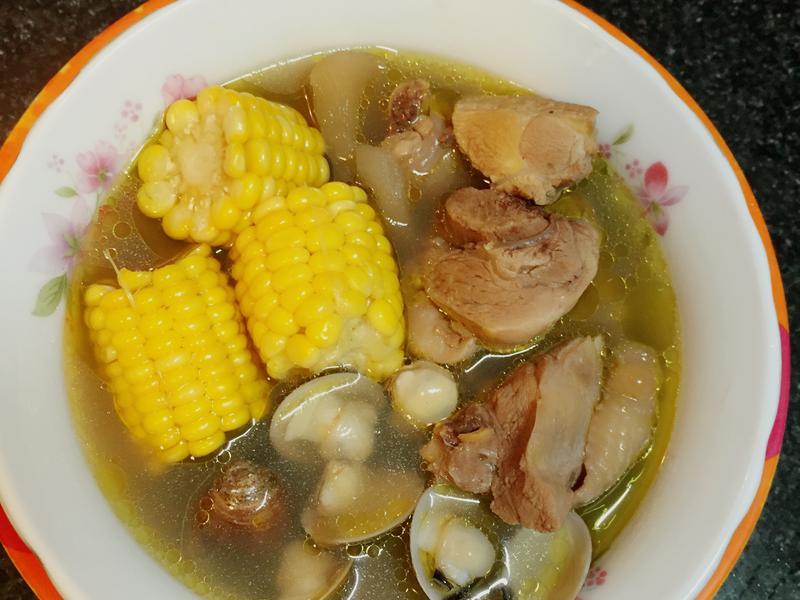 新鮮生當歸煮雞湯