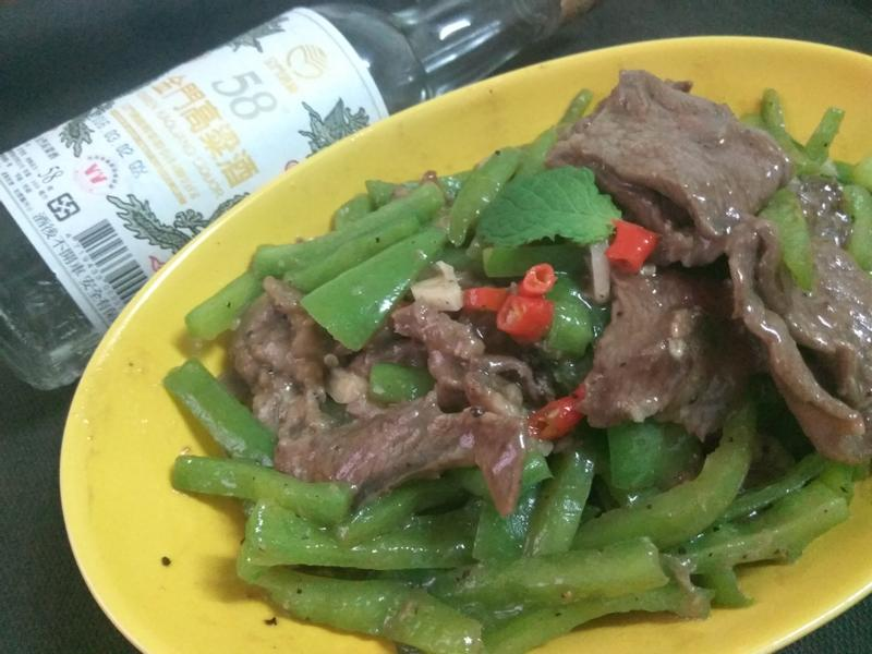 5分鐘快炒青椒牛肉-58度金門高粱酒
