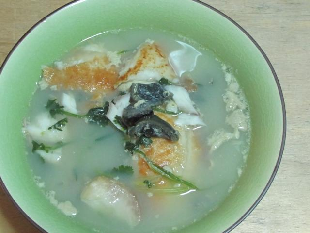 *Re*芫荽皮蛋魚片湯
